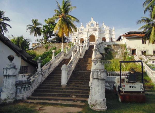 Храм в Хиккадуве